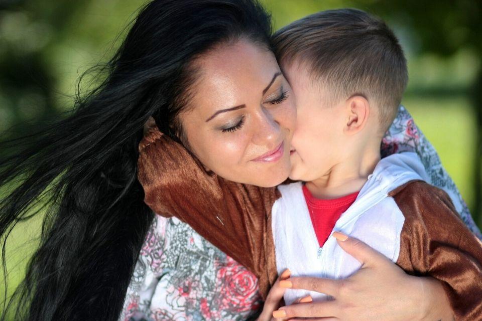 Hoe knuffelen beschermt tegen stress en infecties